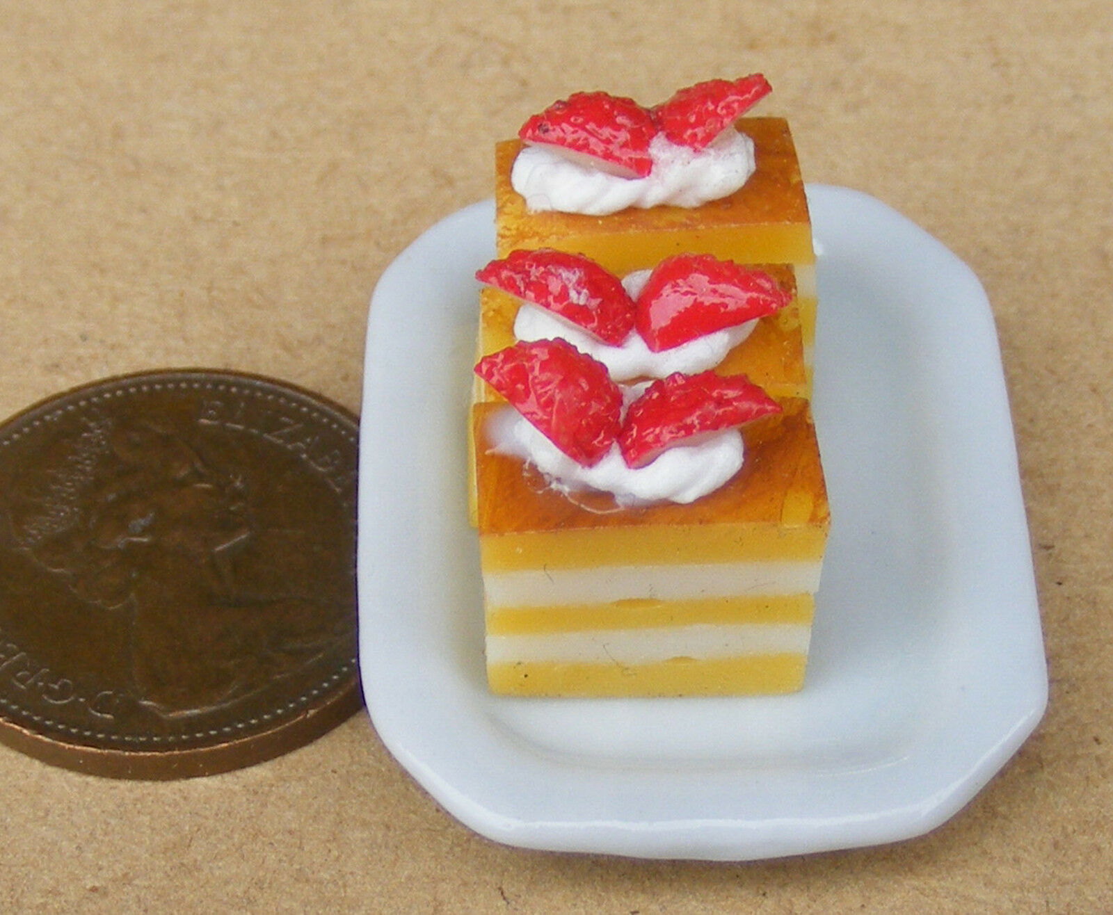 1:12 Scale 5 Loose Orange Cakes With Strawberries Tumdee Dolls House Food PL70