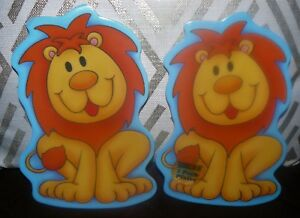 Set-of-2-Plastic-Children-039-s-Plates-2-Lion-Shape