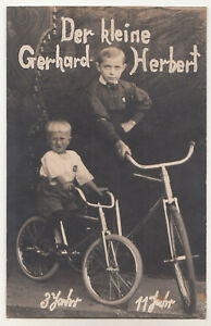 Foto-Ak-Dos-Bruder-Chicos-Con-Bicicleta-Alrededor-De-1920-A2589