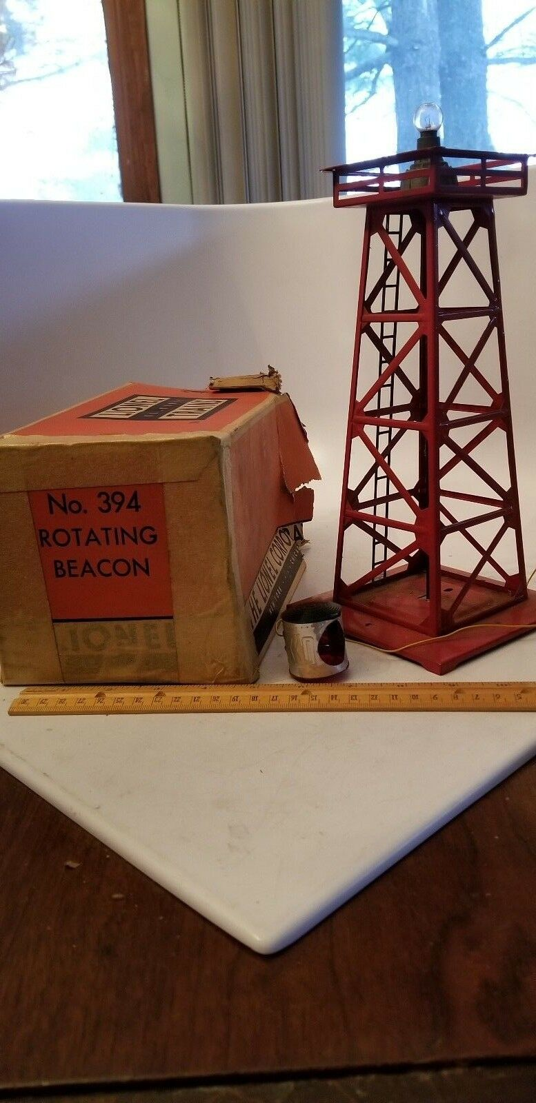 Post War - Lionel - Red redation Beacon - W Box & How to Install & Operate