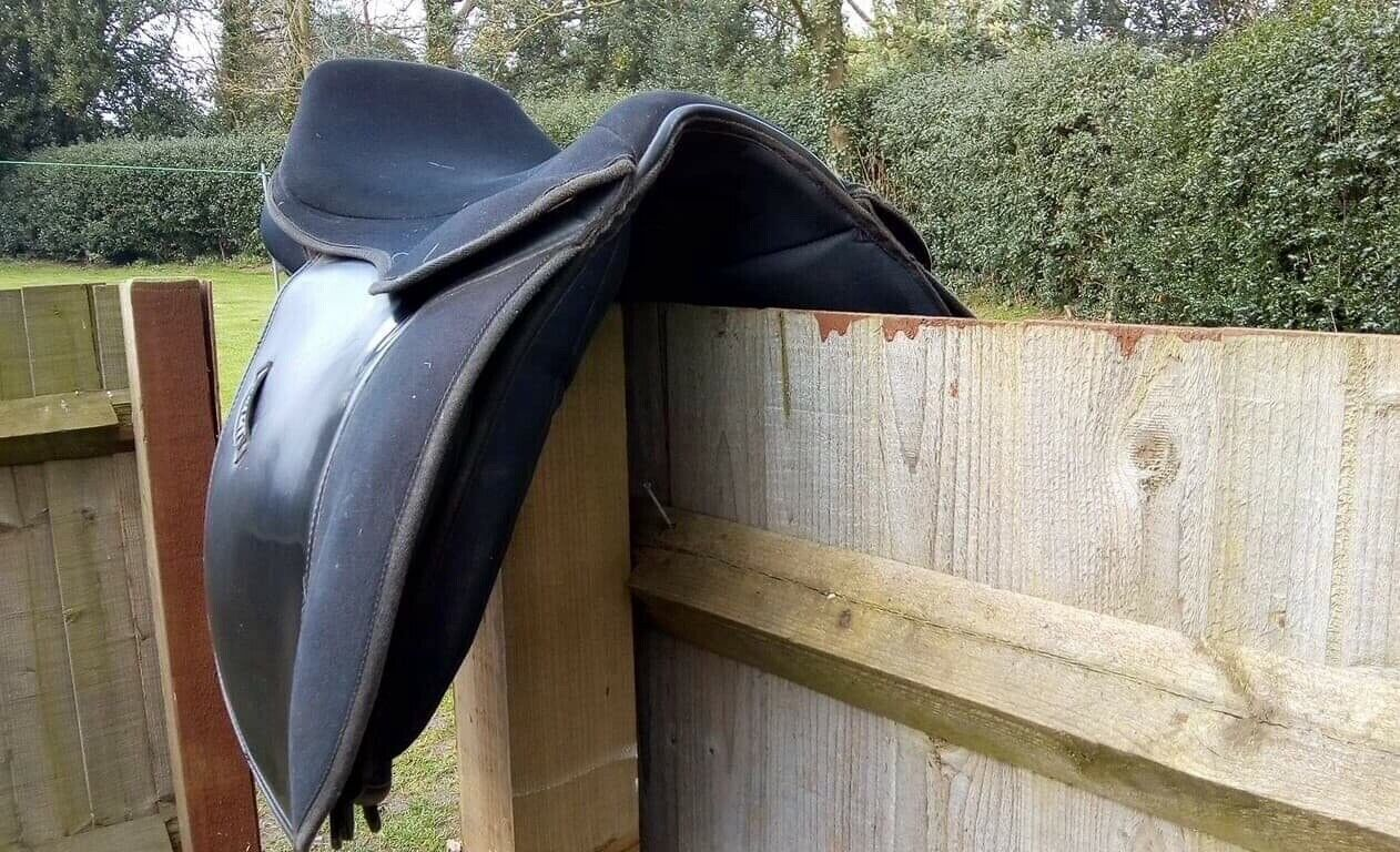"""Maxam saddle 17.5"""" 18"""" wide extra wide saddle in good condition"""