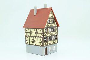 Kibri-Spur-N-Fachwerkhaus-Stadthaus-fertig-aufgebaut
