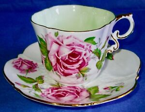 Aynsley-Fancy-Humongous-Pink-Roses-Quatrefoil-Cup-amp-Flower-Shaped-Saucer