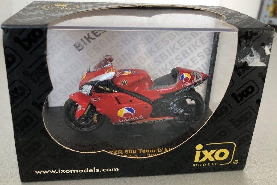 MOTO MODELO ESTÁTICO IXO YAMAHA YZR 5000 EQUIPO D'ANTIN P.RIBA 2002 BIKE 1