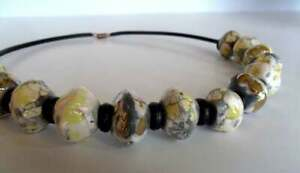 Collier perles galets ceramique raku argenté blanc noir art necklace raku pearls