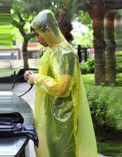 2//5//10X10xDisposable Emergency Waterproof Rain Coat Poncho Hiking Camping UULK