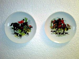2-Wandteller-AK-Kaiser-Fuchsjagd-Jagd-Jaeger-Pferde-Hunde-Porzellan-Wall-Plates