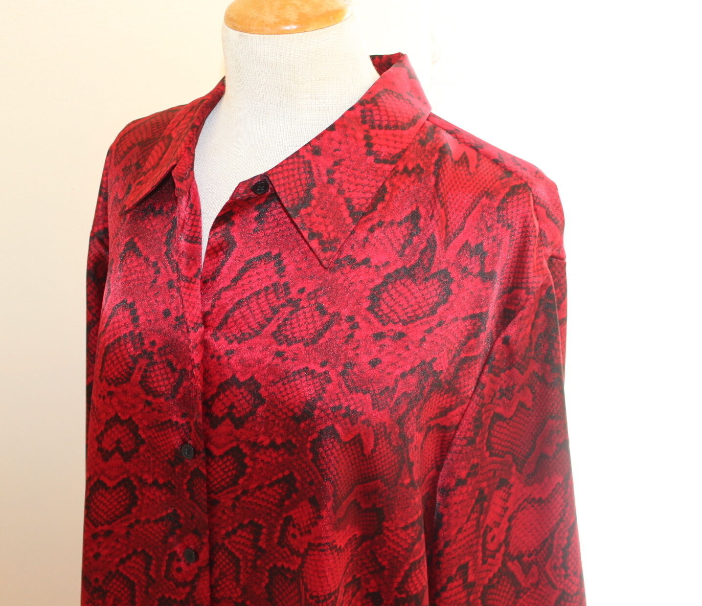 Jones New York -Sz 3X Elegant Reptile rot Snake schwarz Silky Tunic Shirt Top FAB
