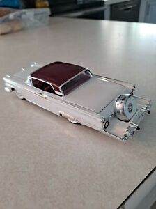 1959 FORD RETRACTABLE HARDTOP 1/32  SCALE BUILT ADUL PRO- BUILT