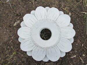 11-034-Cement-Sunflower-Planter-or-Gazing-Ball-Globe-Holder-Garden-Statue-Concrete