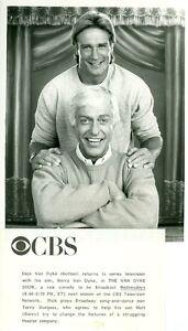 BARRY-VAN-DYKE-DICK-VAN-DYKE-THE-VAN-DYKE-SHOW-ORIGINAL-1988-CBS-TV-PHOTO