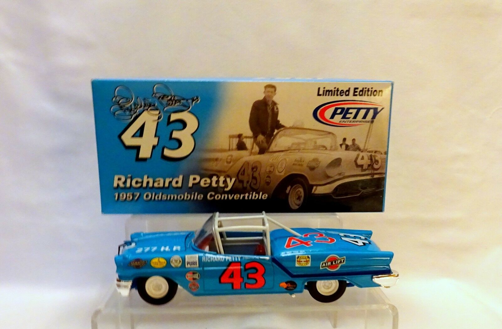 Richard Petty  43 1957 Oldsmobile Converdeible 1 24 scale car Nascar ..... .(79)