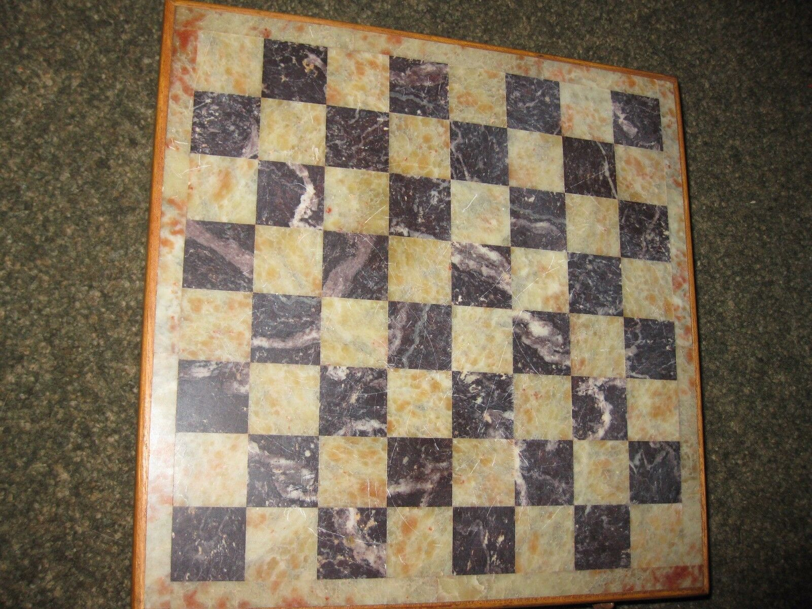 Vintage Chess Set Wood Box Marble Top verde and rosso Pieces Box 10  x 10  x 2