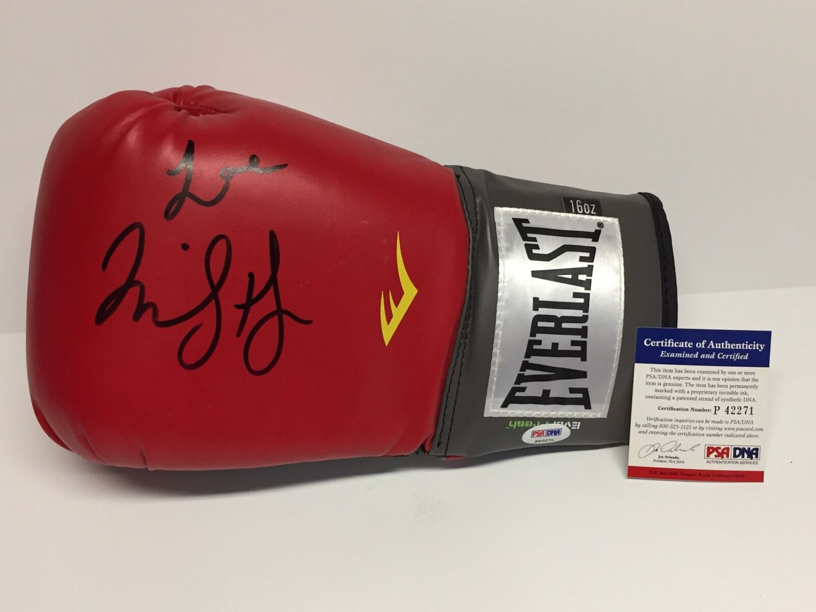 Cindy Margolis Signed Red LH Everlast Boxing Glove PSA