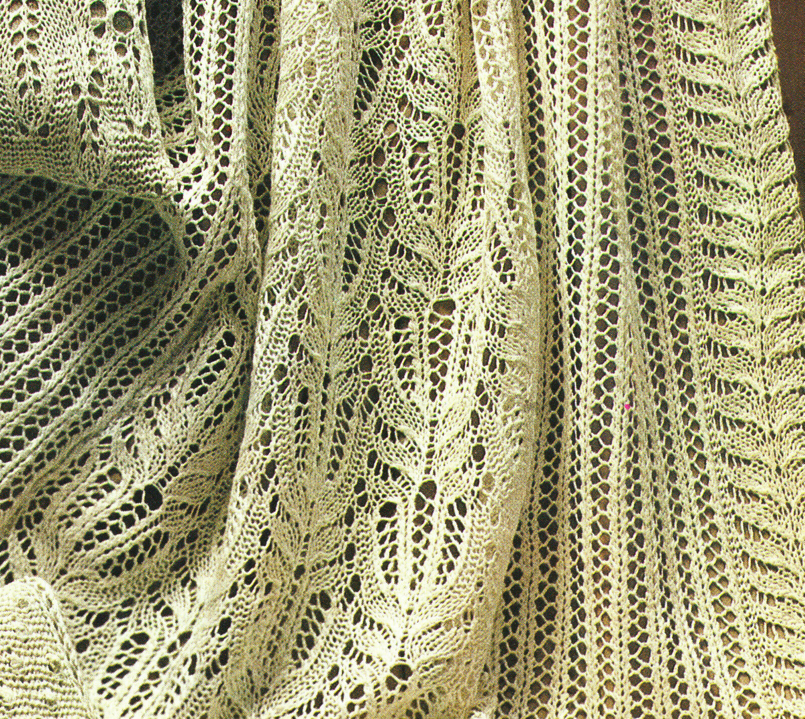 Antique Frost Lace Throw & 2 Cushions Leaves & Flowers Knitting ...