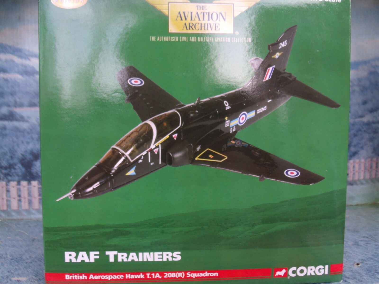 1 72 CORGI AVIATION AA36003 BRITISH AEROSPACE HAWK T.1A  208' (R) Squadron