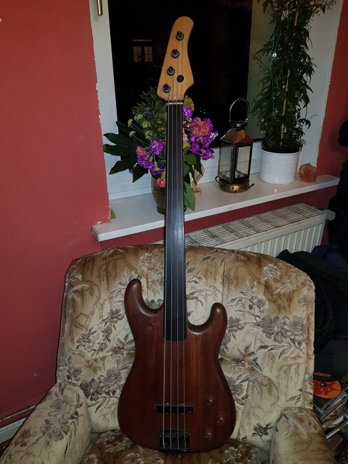 Original Rockinger Longhorn Fretless Bass Bass Bass mit Stratbass Body 1990 2f6ee1