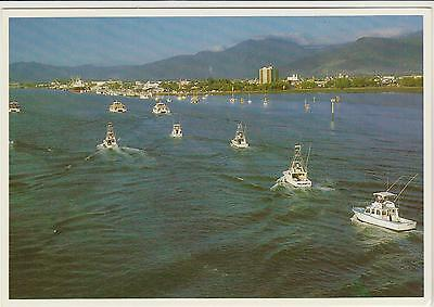 FISHING VESSELS IN TRINITY BAY NEAR CAIRNS QUEENSLAND BOLTON POSTCARD C1980