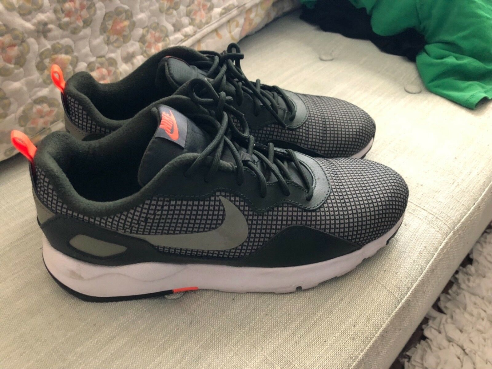 Womens nike shoes size 12