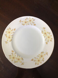 Floral-Crown-Staffordshire-8-1-4-034-Diameter-Plate