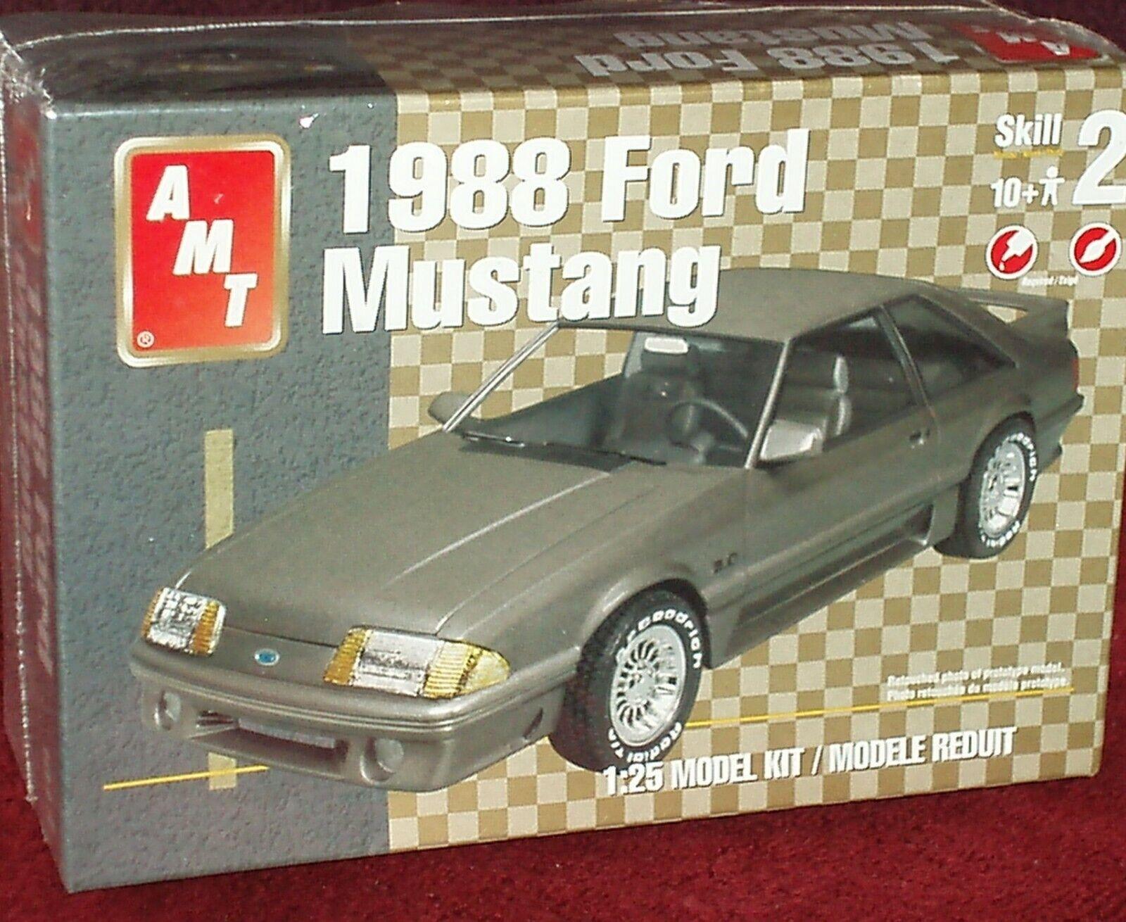 AMT  FOX BODY  1988  FORD MUSTANG PLASTIC MODEL KIT 1 25 SKILL LEVEL 2  branché