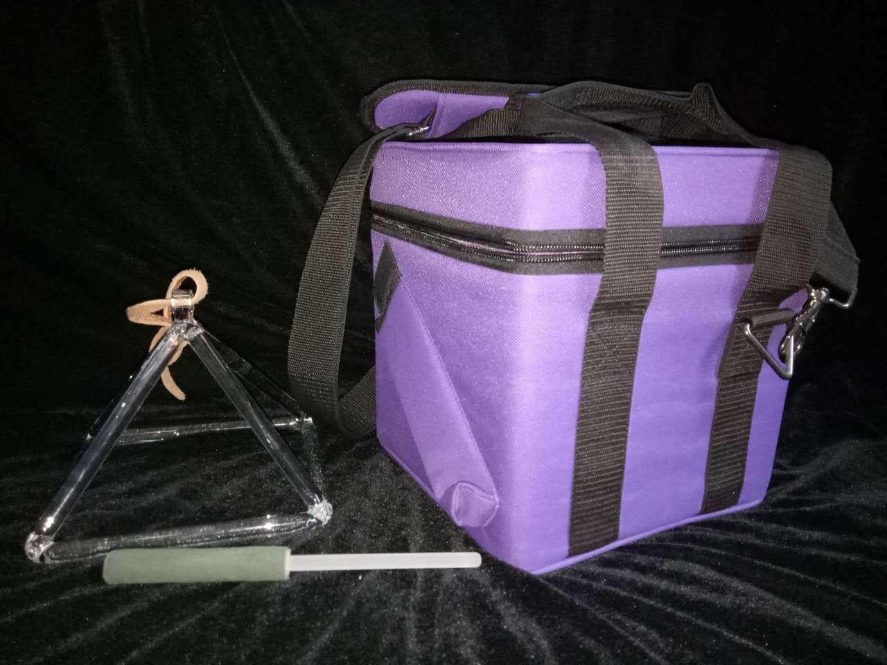 9 Zoll Crystal Quartz Singing Pyramid & 9 Zoll lila Carrying Case && Striker