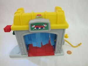 Fisher Price Little People Car Wash Gas Pump Garage Town Building
