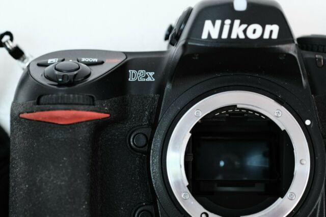 Nikon D D2X 12,4 MP Digitalkamera - body only - shutter count = 71491