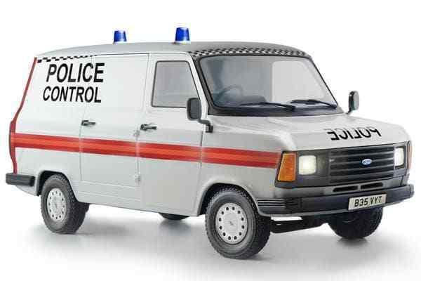 Italeri 1 24 Ford Transit Polizia - - - Kit Modello  3657 d43e56