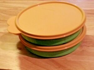 Tupperware-Lot-Of-2-Munchkids-Divided-Dish-Bowl-2552A-w-Yellow-Lids-Seal-Vintage