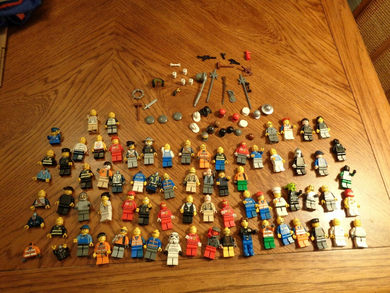 Large Lo(100+)  of LEGO Mini figures Weapons,Accessories  Mixed Parts LOOK
