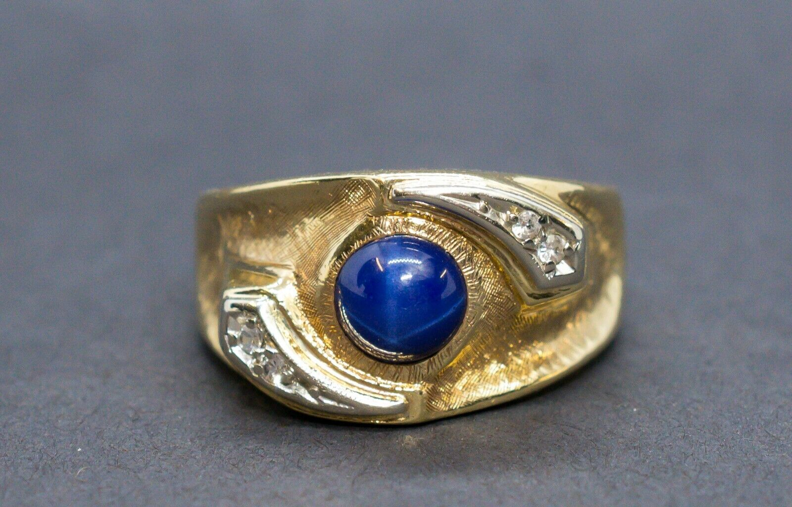 (MA5) Men's 10K Yellow gold Sapphire & Diamond Ring .04 ctw 10.3 Grams Size 10.5