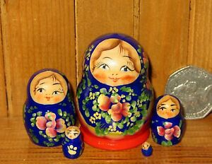 Russian-nesting-dolls-Matryoshka-Babushka-house-5-tiny-BLUE-RED-MINIATURE-signed