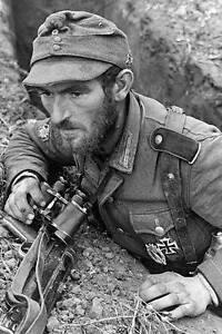 WWII-B-amp-W-Photo-Elite-German-Gebirgsjager-w-MP40-WW2-World-War-Two-2059