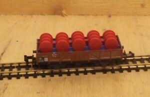 MINITRIX-N-3513-Vagon-de-bordes-bajos-Cargado-Con-Azul-BARRILES