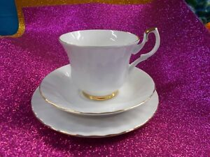 LOVELY-WINDSOR-GOLD-TRIO-SET-QUALITY-PRODUCTS-WHITE-GOLD-TRIM-EX-COND-15