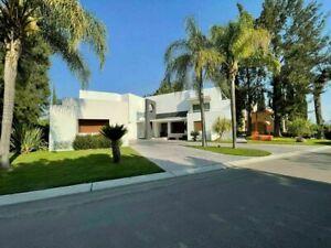 Exclusiva Residencia en El Campanario junta a lago