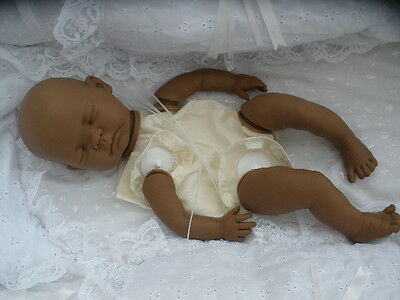 """Realistico Baby-doll Kit Etnici """"sofia"""" Con Gli Arti Completa + 20in Corpo Del Disco-mostra Il Titolo Originale"""