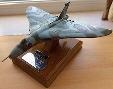 Pressofusione Avro Vulcan Bomber xm607 guerra delle Falkland NERO BUCK RAID 23cm non XH558