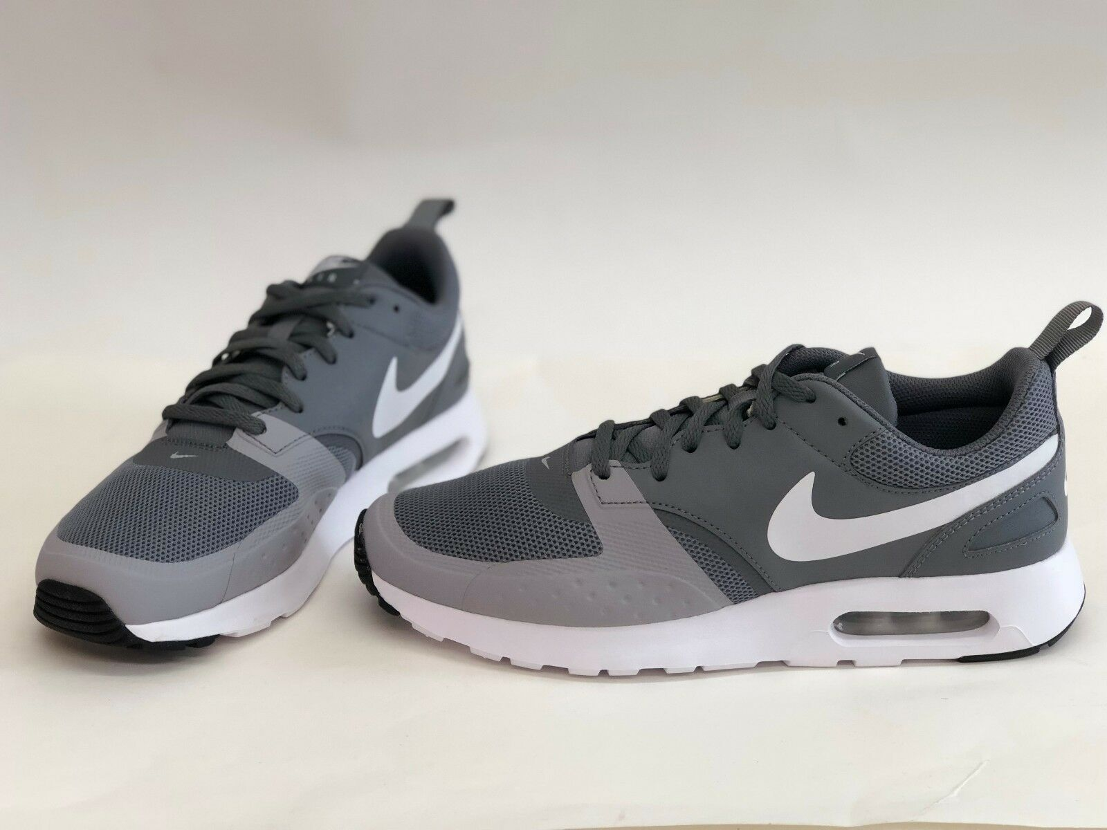 NIB MENS SIZE 10.5 NIKE AIR MAX VISION RUNNING SNEAKERS GREY 918230-006