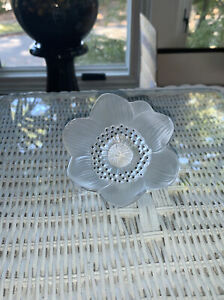 Lalique-Anemone-Flower-Paperweight-Mint-Condition-Signed-Authentic-4-039-034-Diameter