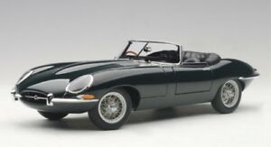 Jaguar-E-Type-roadster-Series-I-3-8-British-racing-green-1961