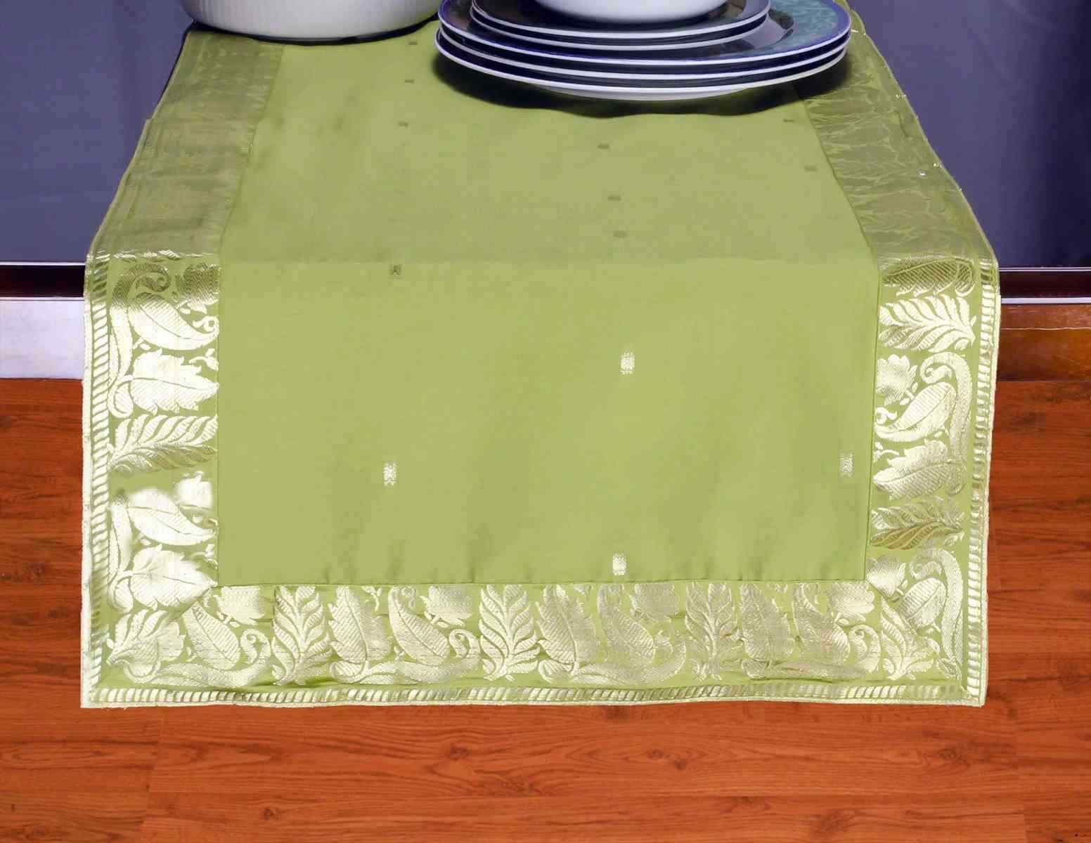 Olive Grün - Hand Crafted Table Runner (India)