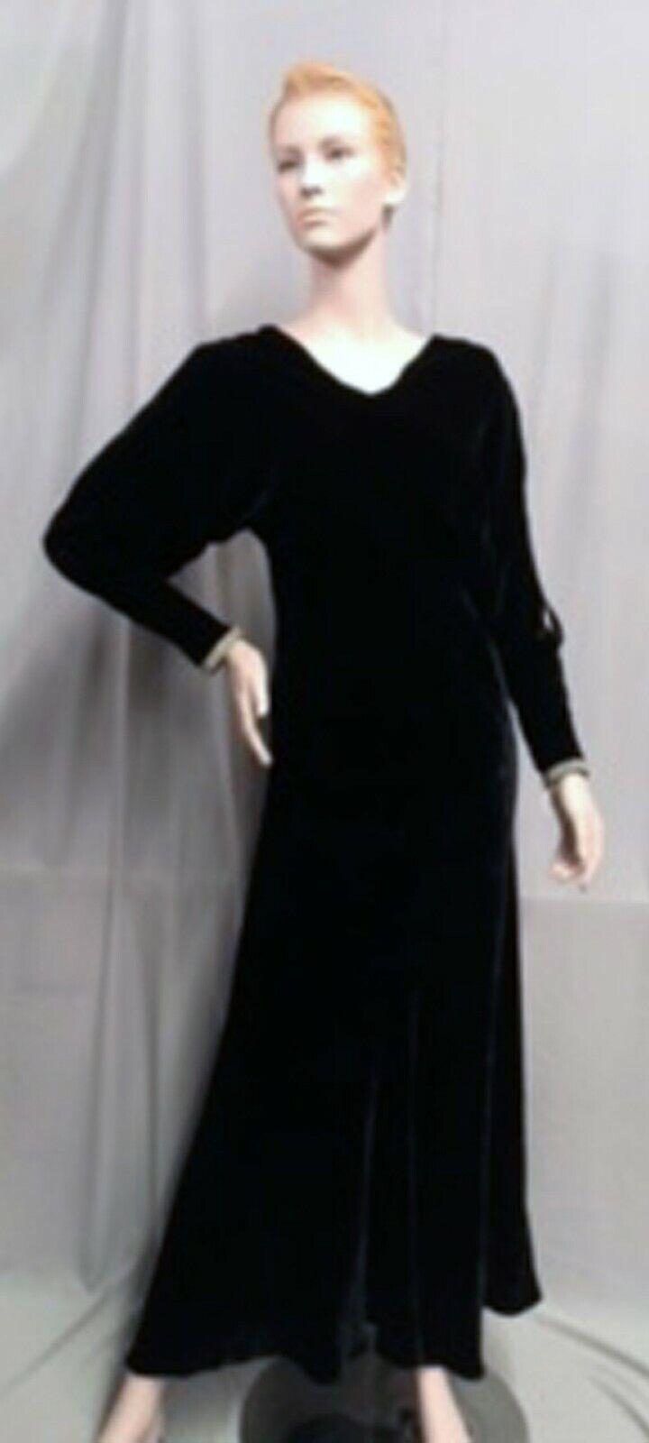 #21-085, Sexy 1930s Silk Bias Cut Black Velvet Evening Gown- Sleeves Exposes Arm