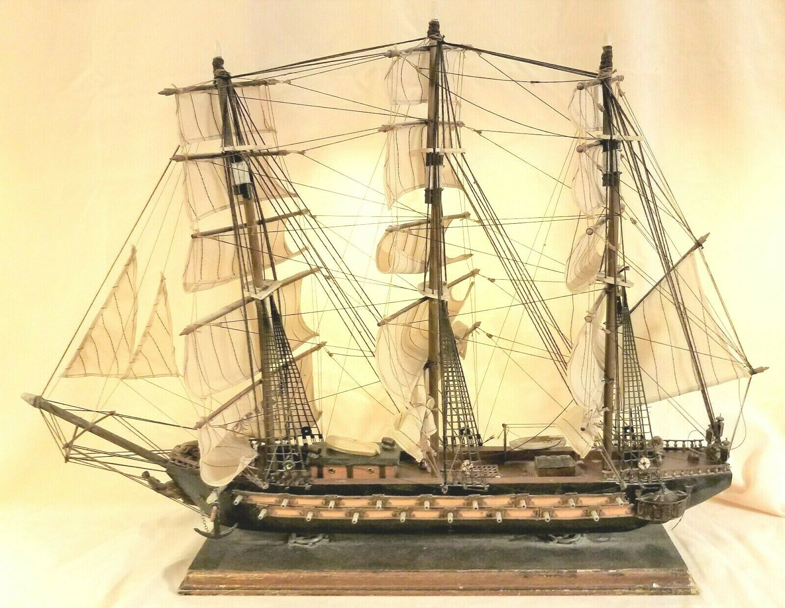 "FANTASTIC VINTAGE HAND CRAFTED FRAGATA ESPANOLA ANO 1780 MODEL SHIP. 32""X 24""."