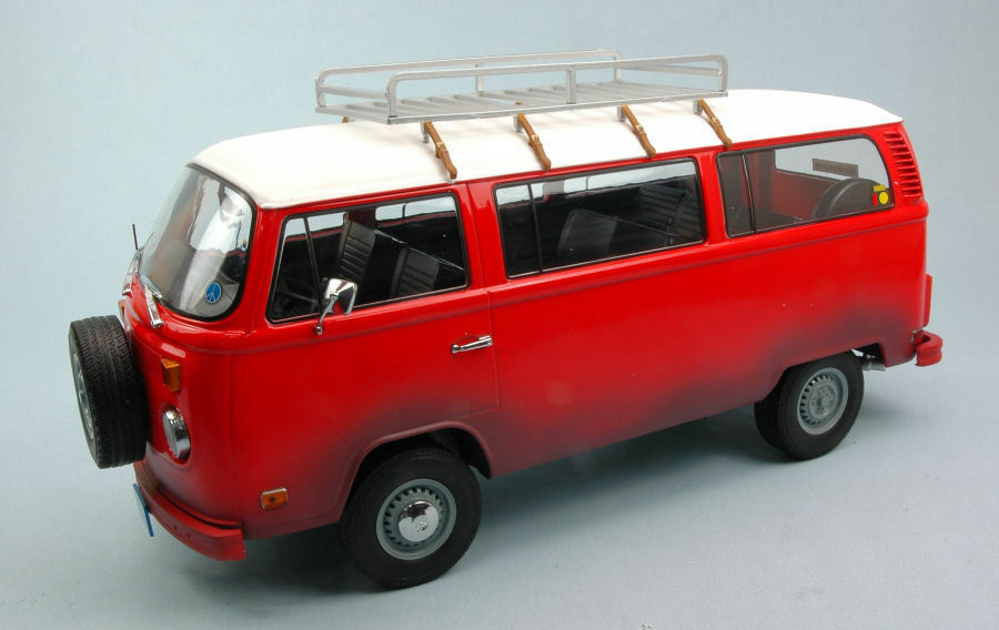 VOLKSWAGEN VW BUS t2b 1973 'Field of Dreams' 1989 Red/White 1:18 Model