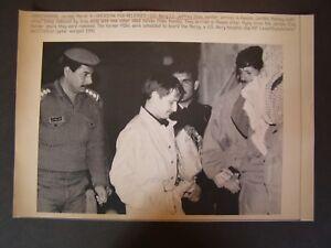 Persian Gulf War Press Wire Photo 1991 Pow Released U S Navy Lt