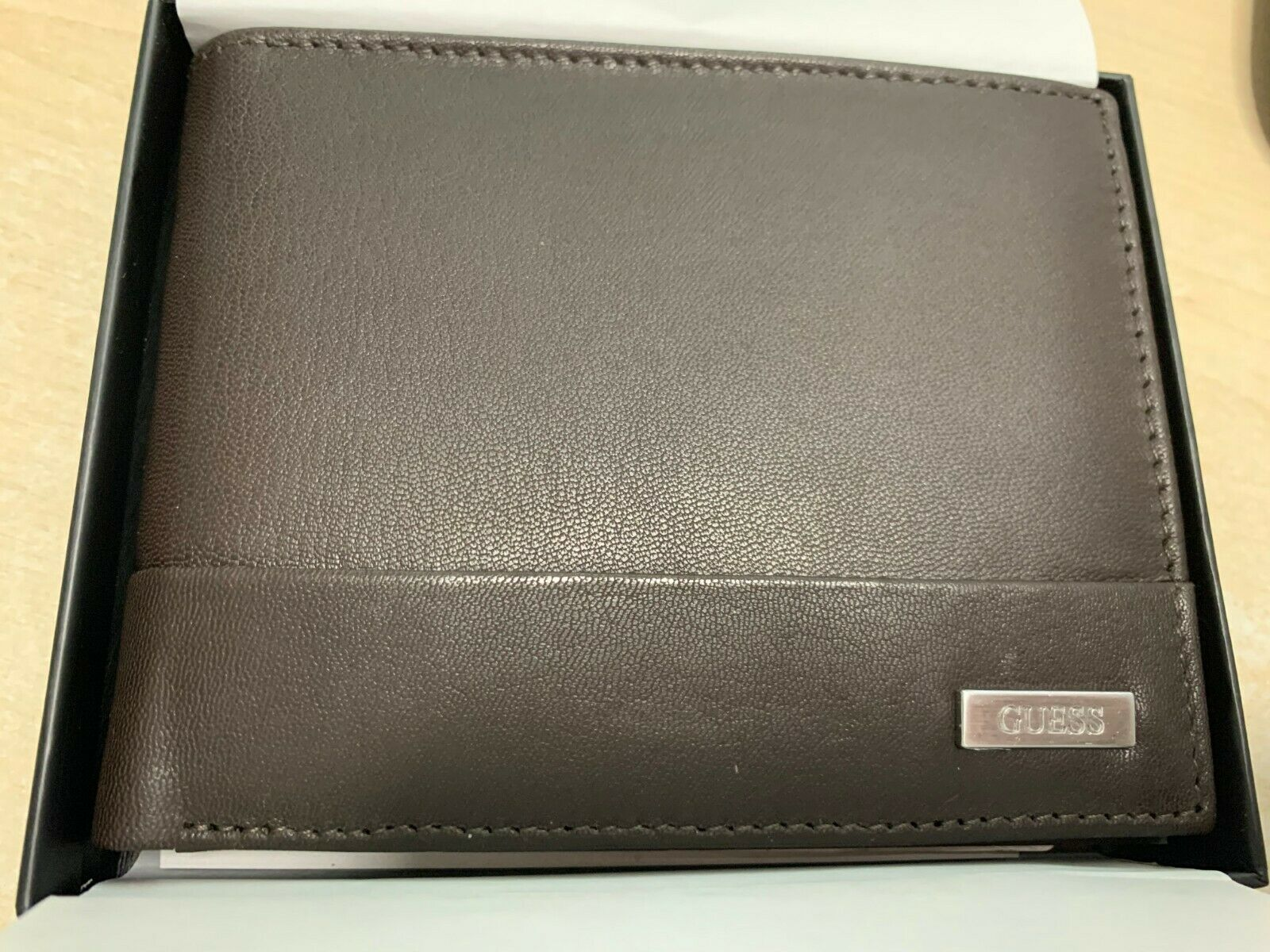 GUESS MENS LEATHER WALLET NEW IN BOX IN BROWN