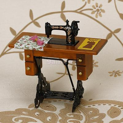 MINIATURE DOLLHOUSE TREADLE SEWING MACHINE GOLD floral DECORATION in box 1/12