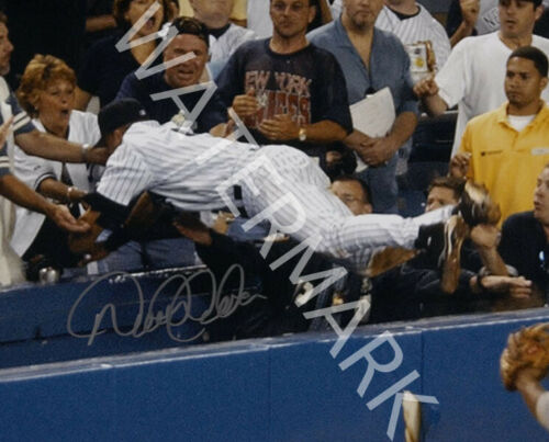 DEREK JETER SIGNED 10X8 PHOTO GREAT YANKEES IMAGE LOOKS AWESOME FRAMED